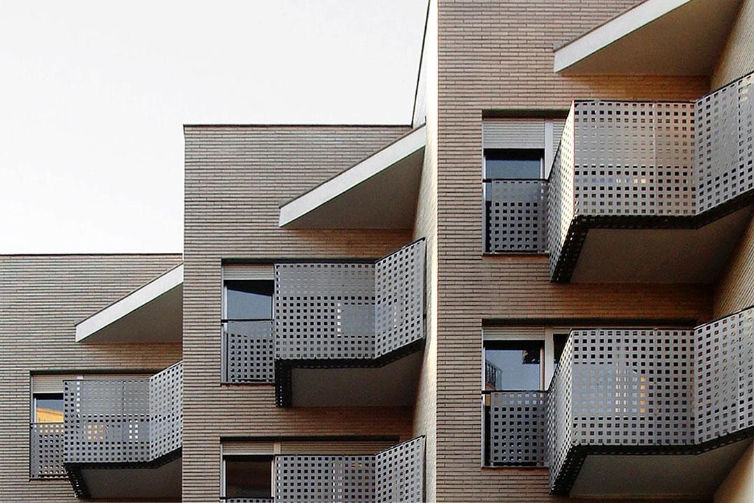 Edificio de viviendas y locales comerciales en Oliva (Valencia)