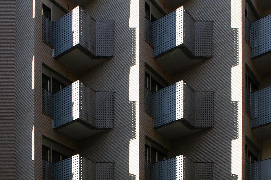 Edificio moderno | Edificio de viviendas y locales comerciales en Oliva (Valencia)